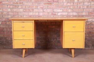 Paul McCobb Planner Group Mid-Century Modern Maple Double Pedestal Desk, 1950s