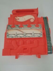 Vintage 1983 Hot Wheels Engine 18 Car Carrying Case includes 18 cars