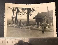 2. WK Foto Heldengräber an der Vormarsch Strasse Soldatenbilder Wehrmacht (K01)