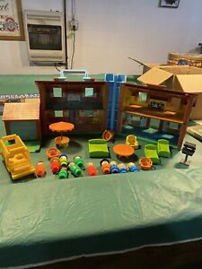 Fisher Price Little People Vintage House and 26 pieces