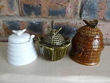 Céramique bocal de miel abeilles ruche forme, ensemble de trois pots
