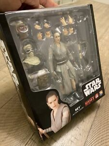 Medicom Toys Star Wars The Force Awakens MAFEX No.036 Rey - AUTHENTIC US Seller