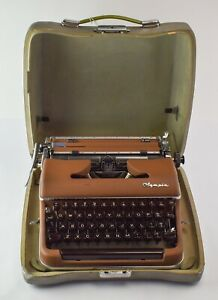 1955 Vintage Olympia SM-3 De Luxe Portable Manual Typewriter - NO RESERVE KL35