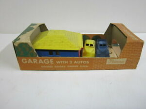 Renwal Vintage #195, Boxed Plastic Garage with 2 autos 1953-1955 4 1/8 inches