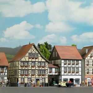 Busch 1538 2 Half-timbered Houses connected with Bridge NEW
