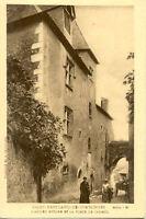 SAINT-BERTRAND-DE-COMMINGES ancien évêché et la porte de cabirol curé en soutane