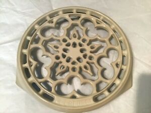 Le Creuset round cream cast iron trivet, made in France, NWOT