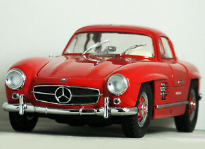 """1:18 Kyosho MERCEDES-BENZ 300 SL 'Gullwing COUPE"""" (Fire Engine Red) RARE 08091R"""