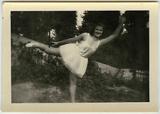 PHOTO ANCIENNE - FEMME DANSEUSE CURIOSITÉ TUTU - WOMAN DANCER - Vintage Snapshot