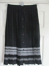 Vintage 1980's Ladies Skirt size 12 ( Made in Great Britain ) in black