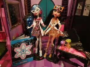 MONSTER HGH duo Ghoulia & Cleo Classroom