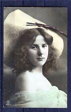 alte AK Darstellung einer schönen Frau mit Hut - 00006