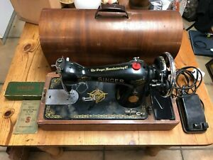1936 Vintage Singer Electric Sewing Machine & Attachments