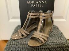Adrianna Papell Women's Anella Sandal, Bronze Gavi Glitt, Size 5.5