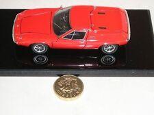 Voitures, camions et fourgons miniatures rouges en résine