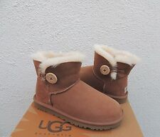 UGG Mini Chestnut Bailey Button Wildleder/Lammfell Stiefel, US 11/EUR 42 ~ NIB