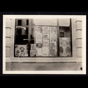 POLICE HANDCUFF & FINGERPRINT DISPLAY BUR of MISSING PERSONS 1920s VINTAGE PHOTO