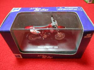 2004 New Ray Die Cast 1:32 Scale Yamaha YZ 125 Dirt Bike Hard Case Mini Bike