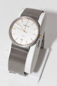 Silberne schöne Damenarmbanduhr von Bering - Titan - Milanaise Armband Stufenlos