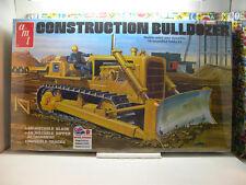 CONSTRUCTION BULLDOZER RETRO DELUXE EDITION AMT 1:25 SCALE PLASTIC MODEL KIT