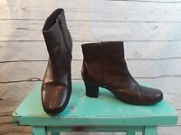 Clarks Ladies Brown Leather Ankle Boots With Zipper Size 7.5M