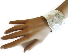 Pulsera preciosa de ancho en un diseño de tono plata brillante golpeado Cierre Con Bisagras
