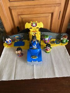 Fisher Price Little People DC Super Friends 2 In 1 Batmobile Super Man + Extras