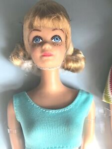 `VINTAGE REPRO Dressed  BLONDE MIDGE BARBIE from Double Date & Stand D-BOXED