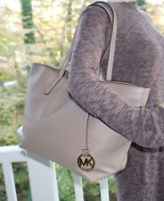 NWT~MICHAEL KORS IZZY LARGE EW PEBBLED LEATHER TOTE IN DK DUNE