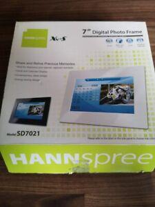 """Hannspree Xv-S 7"""" Digital Photo Frame SD7021 Black"""