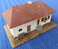Für die H0 Modelleisenbahn oder Slotcar Anlage  --   Wohnhaus, Gemischtbauweise