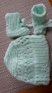 PREMATURE HANDKNITTED   HAT & BOOTS inMINT GREEN TINY BABY  So cute