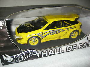 HALL OF FAME FORD FOCUS 1:18 HOT WHEELS OPENING DOORS & HOOD