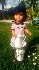 Nécessaire de toilette en métal ,  avec poupée