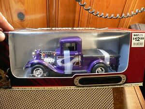 Road Signature 1:18 Scale Diecast ; 92259  ford 1934 pick up pro street