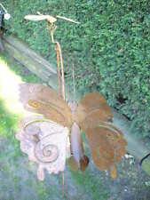 grand balancier en fer forgé, bouge avec le vent papillon , girouette .