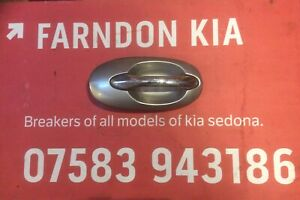 KIA SEDONA NSR PASSENGER SIDE REAR SLIDING DOOR HANDLE IN SILVER AND CHROME