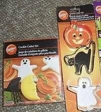 Wilton Halloween Cookie Cutters 2 Sets Ghost Cat Pumpkin Bat Moon 7 Total New
