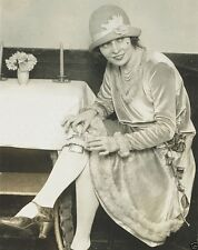 Woman shows off her anti-Prohibition garter flask in Washington New 8x10 Photo