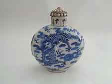 Antiguo chino azul y blanco de la porcelana tabaco Botle, marcado