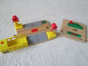 BRIO LEVEL CROSSING with sound & STOP/GO for Wooden Train Set, Thomas the Tank