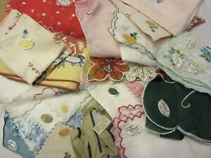 Vintage Ladies Hankie Set of 4 Lace Edge Embroidered Handkerchief Linens PanchosPorch