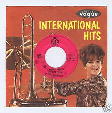 45 RPM SP SANDIE SHAW CHANTE EN FRANCAIS UN TOUT PETIT PANTIN (EUROVISION 1967)