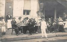 CPA 17 ROYAN CARTE PHOTO DEVANTURE DE CAFE AVEC BELLE ANIMATION (photographe de