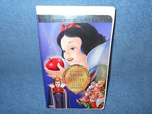 WALT DISNEY'S SNOW WHITE AND THE SEVEN DWARFS VHS PLATINUM EDITION CLAMSHELL