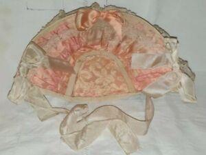 poupée ancienne : superbe chapeau ancien de poupée en soie rose et dentelle