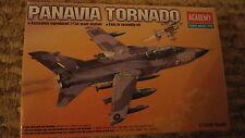 Academy 4431 Panavia Tornado Scala 1/144.