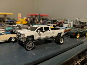 greenlight Custom lifted Chevrolet 3500 dually pickup truck 1/64
