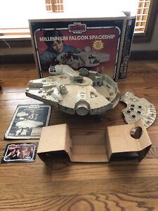 VINTAGE STAR WARS MILLENNIUM FALCON-100% COMPLETE W/INSERT AND BOX-ALL ORIGINAL!