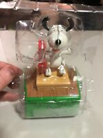 2017 HALLMARK WIRELESS PEANUTS CHRISTMAS DANCE PARTY SNOOPY MINT!!